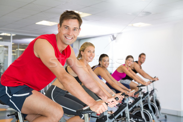 Man glimlachend camera spinnen klasse gymnasium Stockfoto © wavebreak_media