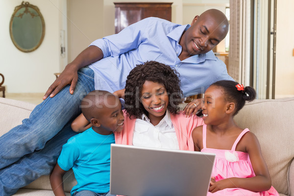 Família feliz relaxante sofá usando laptop casa sala de estar Foto stock © wavebreak_media