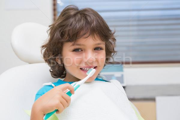Kicsi fiú fogorvosok szék fogászati klinika Stock fotó © wavebreak_media
