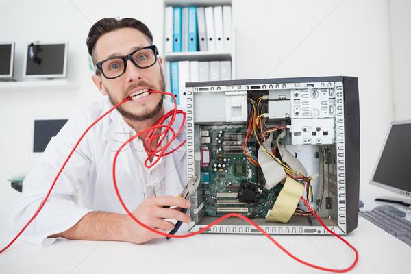 Foto d'archivio: Computer · ingegnere · lavoro · rotto · cavi