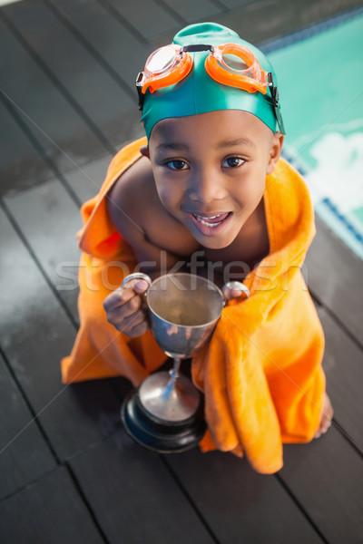 Cute pequeño nino toalla trofeo ocio Foto stock © wavebreak_media