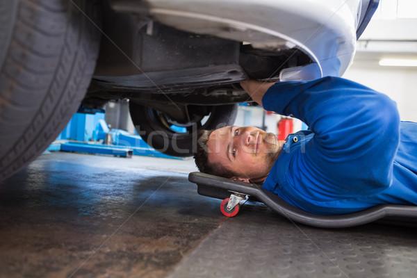 Uśmiechnięty mechanik naprawy garaż usługi mężczyzna Zdjęcia stock © wavebreak_media