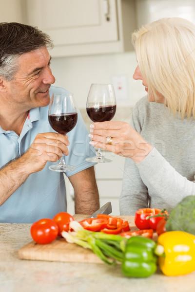 Feliz maduro casal vinho tinto jantar Foto stock © wavebreak_media