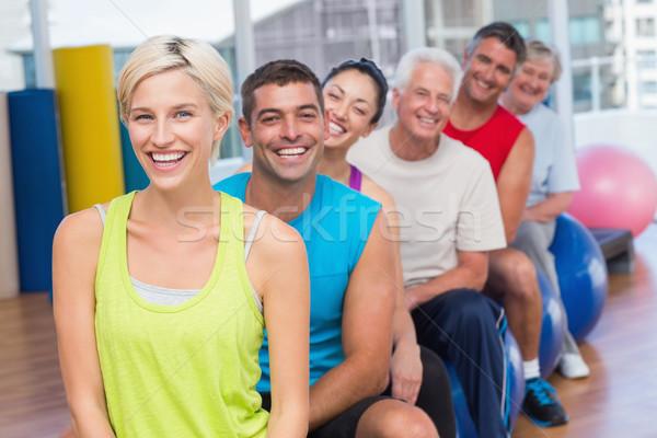 Ludzi relaks wykonywania siłowni klasy Zdjęcia stock © wavebreak_media