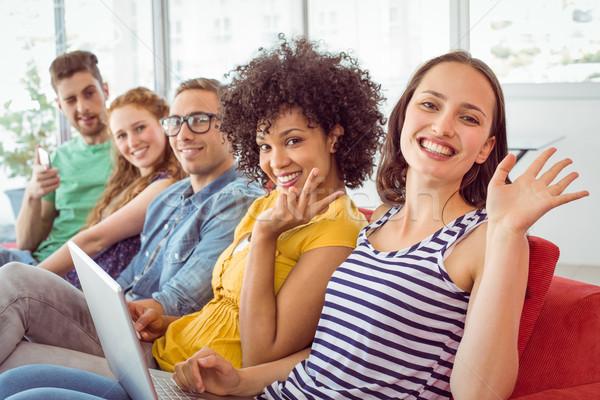 Divat diákok mosolyog integet kamerába főiskola Stock fotó © wavebreak_media