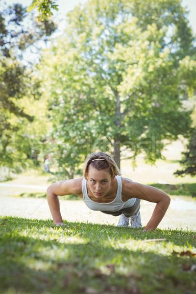 Fitt nő palánk pozició napos idő fitnessz Stock fotó © wavebreak_media