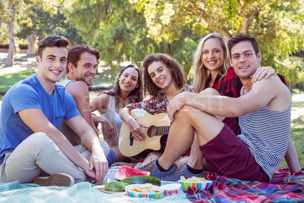 Boldog barátok park piknik napos idő nő Stock fotó © wavebreak_media