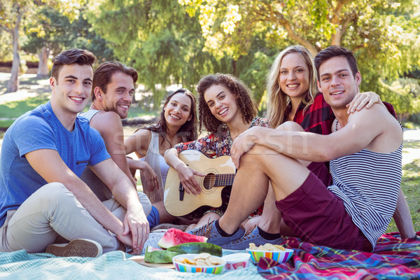 Gelukkig vrienden park picknick vrouw Stockfoto © wavebreak_media