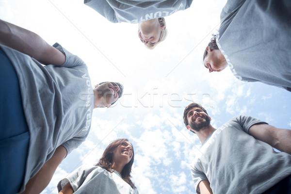 önkéntesek barátok beszél együtt boldog férfi Stock fotó © wavebreak_media