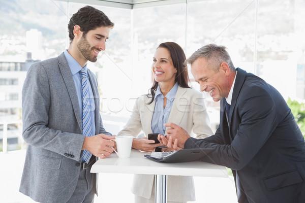 Glimlachend werknemers pauze werk vrouw koffie Stockfoto © wavebreak_media