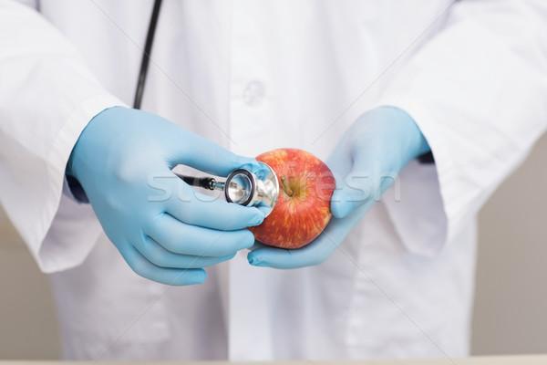 ученого прослушивании яблоко стетоскоп лаборатория школы Сток-фото © wavebreak_media