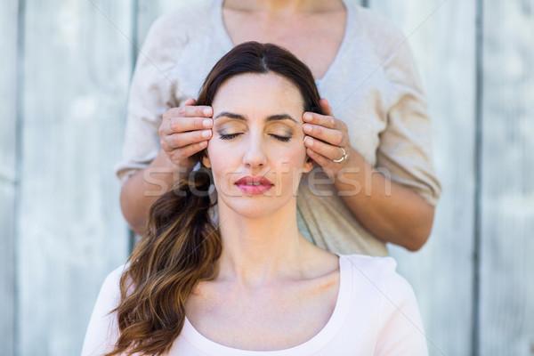 Kobieta reiki terapii skóry głowie Zdjęcia stock © wavebreak_media