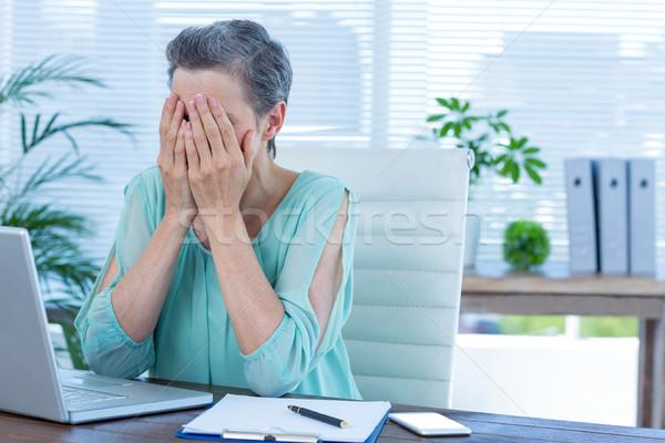 деловая женщина голову рук служба компьютер Сток-фото © wavebreak_media