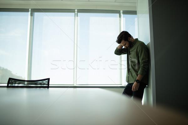 Depressief zakenman permanente venster kantoor laptop Stockfoto © wavebreak_media