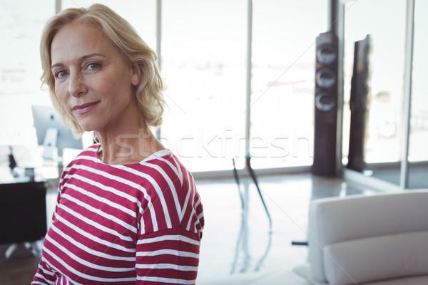Portret volwassen onderneemsters kantoor vrouw venster Stockfoto © wavebreak_media