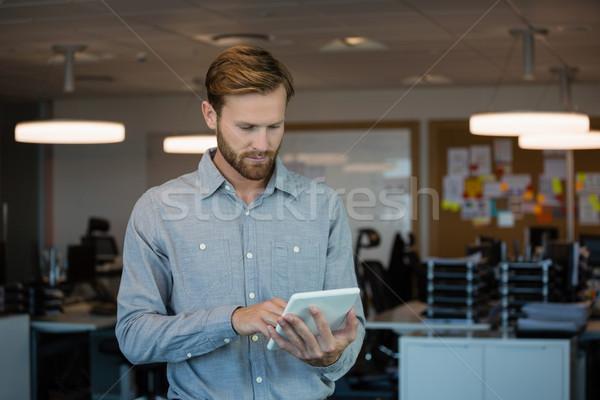мужчины исполнительного цифровой таблетка служба внимательный Сток-фото © wavebreak_media
