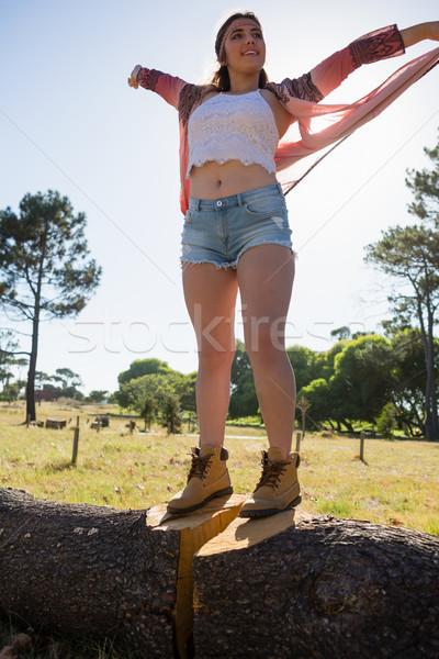 女性 立って 腕 木の幹 公園 ツリー ストックフォト © wavebreak_media