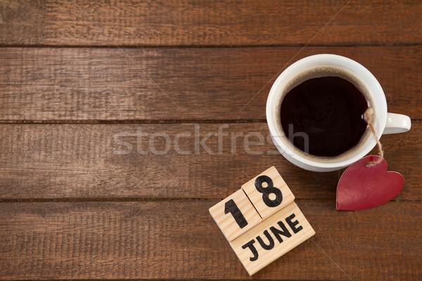 Data xícara de café forma de coração tabela ver mesa de madeira Foto stock © wavebreak_media