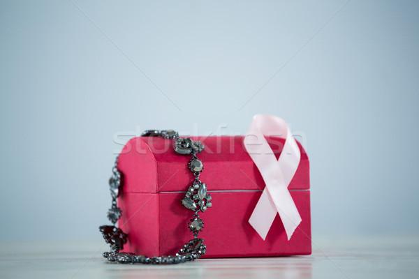 Primer plano joyas rojo cuadro rosa cáncer de mama Foto stock © wavebreak_media