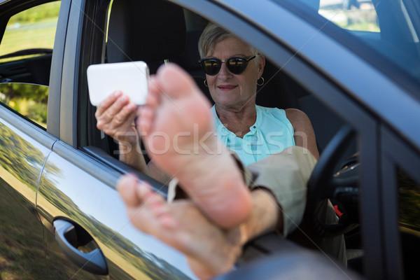 Kıdemli kadın cep telefonu araba seyahat Stok fotoğraf © wavebreak_media