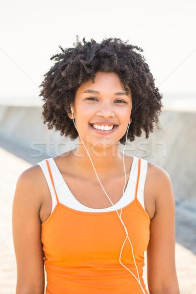 Jonge vrouw genieten muziek hoofdtelefoon Stockfoto © wavebreak_media