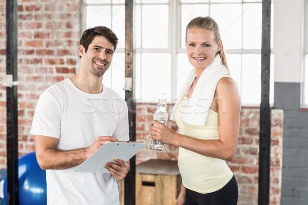 Muscular mujer viendo resultados portapapeles crossfit Foto stock © wavebreak_media