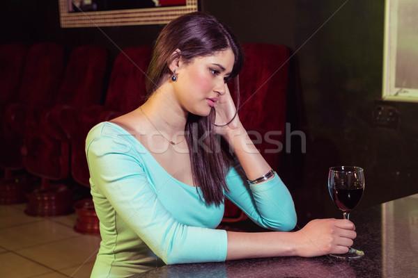 Figyelmes nő vörösbor bár pult gondolkodik Stock fotó © wavebreak_media