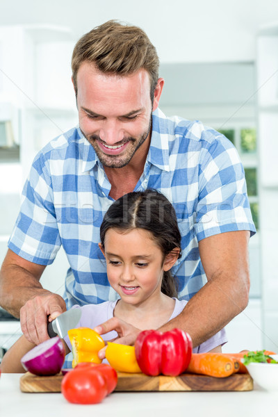 Padre hija hortalizas sonriendo casa Foto stock © wavebreak_media