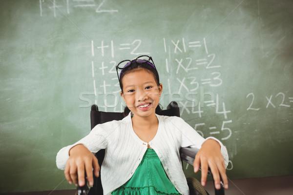 Kicsi iskolás lány néz kamera szemüveg fej Stock fotó © wavebreak_media
