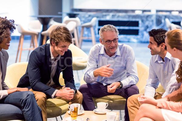 ビジネスの方々  議論 カフェテリア 座って 一緒に ビジネス ストックフォト © wavebreak_media