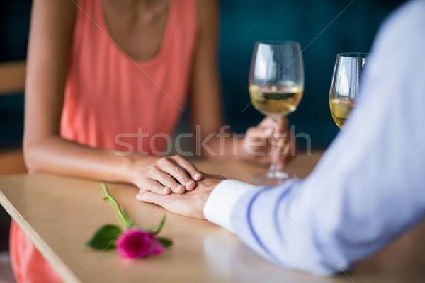 Coppia holding hands vetro vino ristorante Foto d'archivio © wavebreak_media