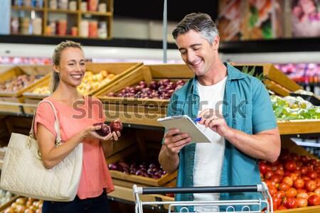 Uśmiechnięty para zakupy spożywczy sekcja supermarket Zdjęcia stock © wavebreak_media