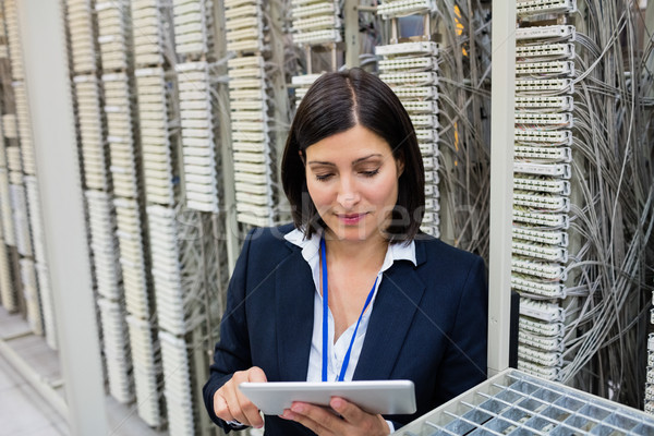Technicien numérique comprimé attentif serveur chambre Photo stock © wavebreak_media