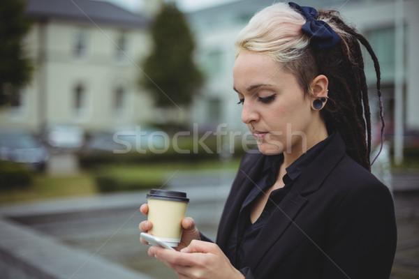 Empresária telefone móvel escritório escola mulher internet Foto stock © wavebreak_media