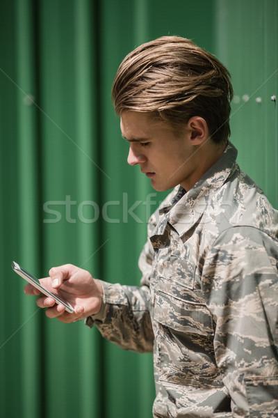 военных солдата мобильного телефона человека экране мяса Сток-фото © wavebreak_media