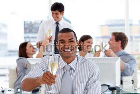 Tolakodó üzletemberek tapsol jó bemutató iroda Stock fotó © wavebreak_media