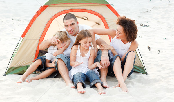 Foto d'archivio: Famiglia · felice · camping · spiaggia · felice · giovani · famiglia