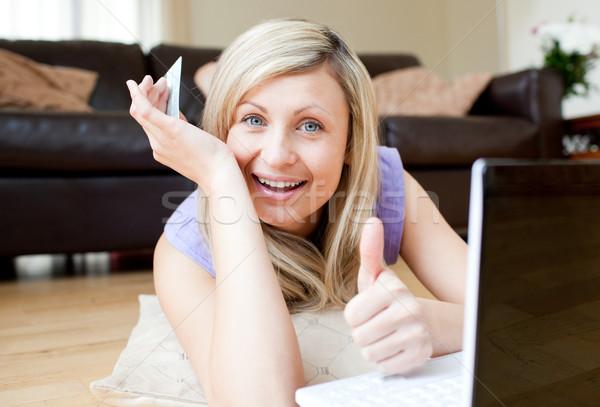 кавказский женщину используя ноутбук Жилье компьютер улыбка Сток-фото © wavebreak_media