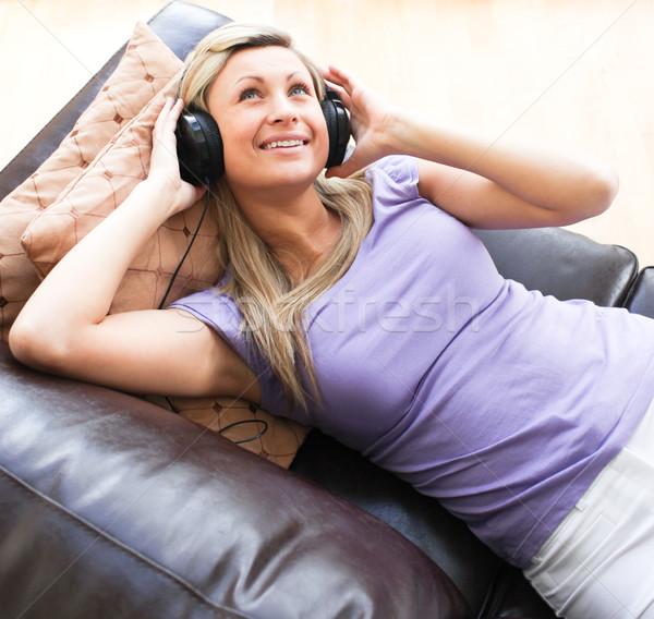 Szczęśliwy kobieta słuchawki sofa rock zabawy Zdjęcia stock © wavebreak_media
