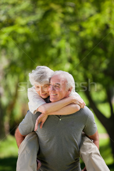 Hombre esposa a cuestas amor feliz atrás Foto stock © wavebreak_media
