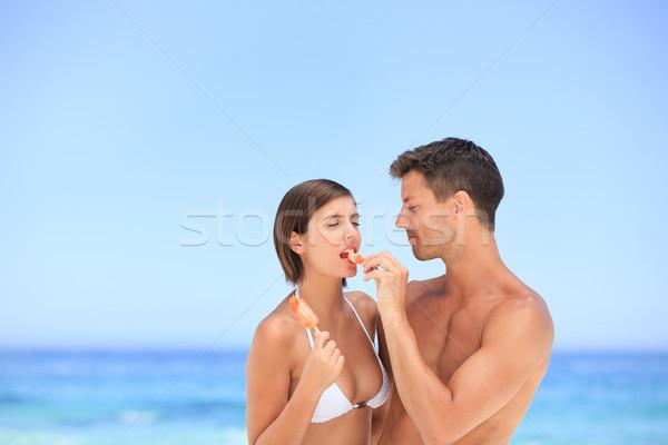 Aşıklar yeme dondurma plaj gökyüzü adam Stok fotoğraf © wavebreak_media