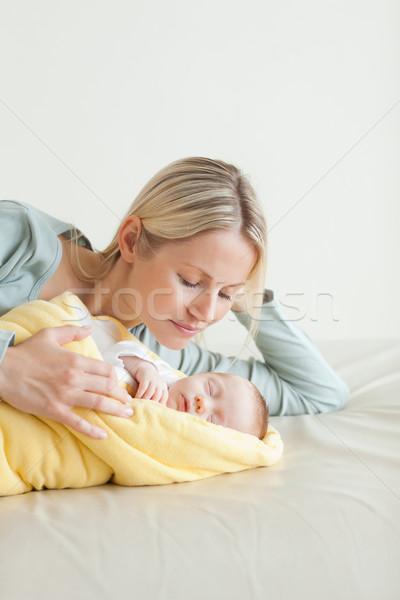 Fiatal anya alszik baba család szeretet Stock fotó © wavebreak_media