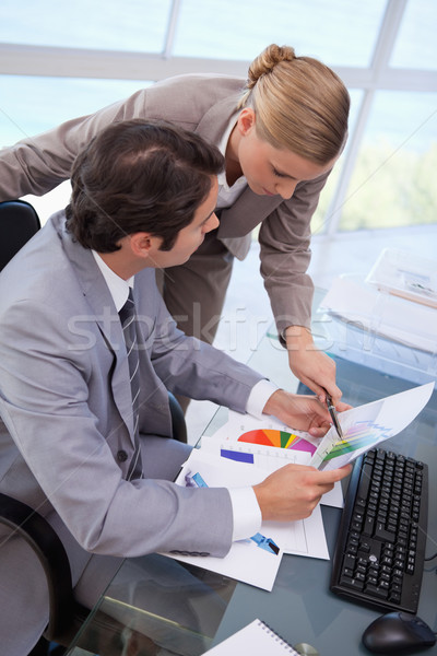 Portret manager wijzend iets werknemer grafiek Stockfoto © wavebreak_media