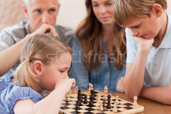 Gericht kinderen spelen schaken ouders woonkamer Stockfoto © wavebreak_media