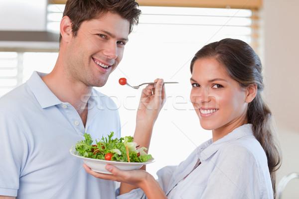 Háziasszony etetés férj konyha boldog egészség Stock fotó © wavebreak_media
