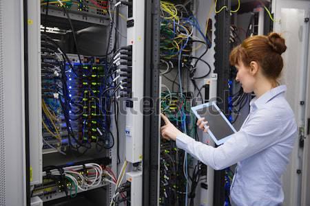 женщину проводов серверы центр обработки данных работу Сток-фото © wavebreak_media
