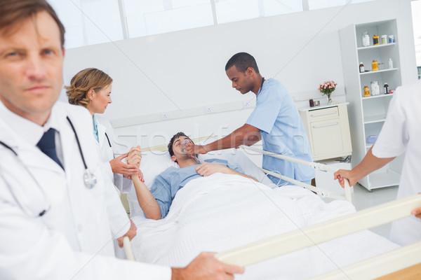 医師 与える 酸素 患者 女性 医療 ストックフォト © wavebreak_media