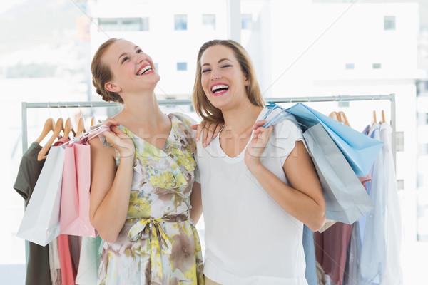 Derűs nők bevásárlótáskák ruházat bolt portré Stock fotó © wavebreak_media