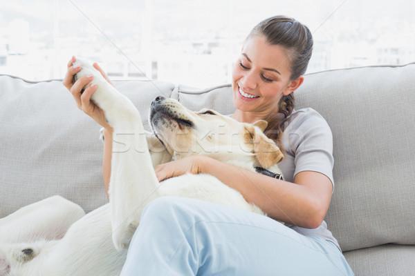 幸せ 女性 黄色 ラブラドル ソファ ホーム ストックフォト © wavebreak_media