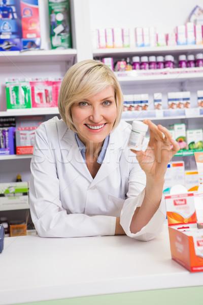 Gülen eczacı ilaç eczane kadın Stok fotoğraf © wavebreak_media